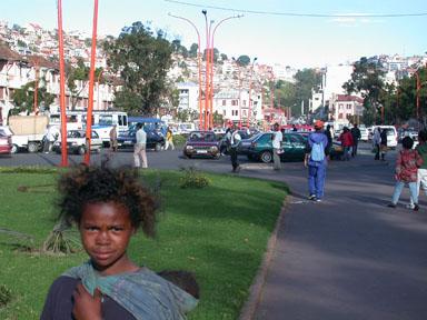 mendicité place de l'Indépendance à Tana