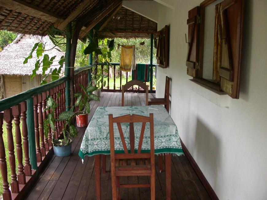 La terrasse sur le côté