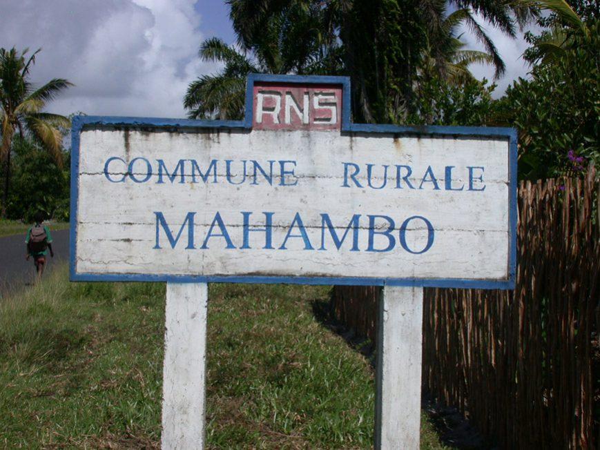 Plaque à l'entrée de Mahambo