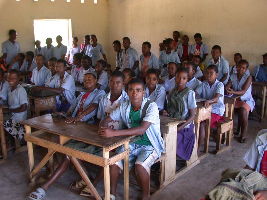 Une classe du CEG à Mahambo