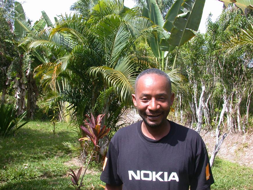 Christin dans le jardin de Olatra