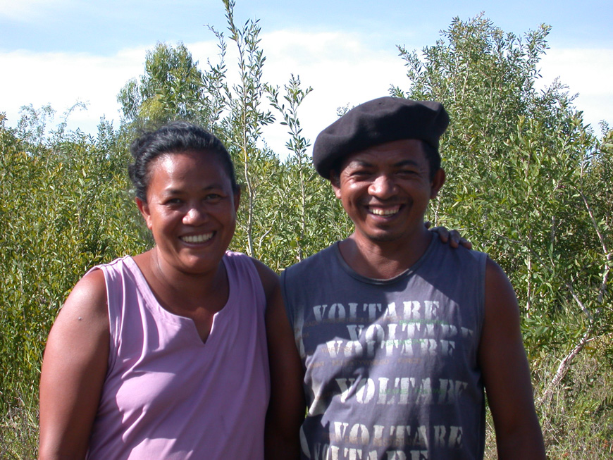 Fara et Faly près du terrain acheté