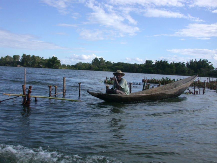 Pêcheur sur le canal