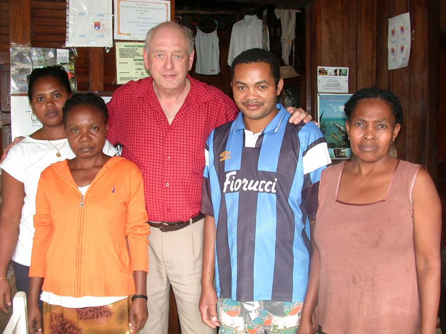 Avec le personnel de La Pirogue