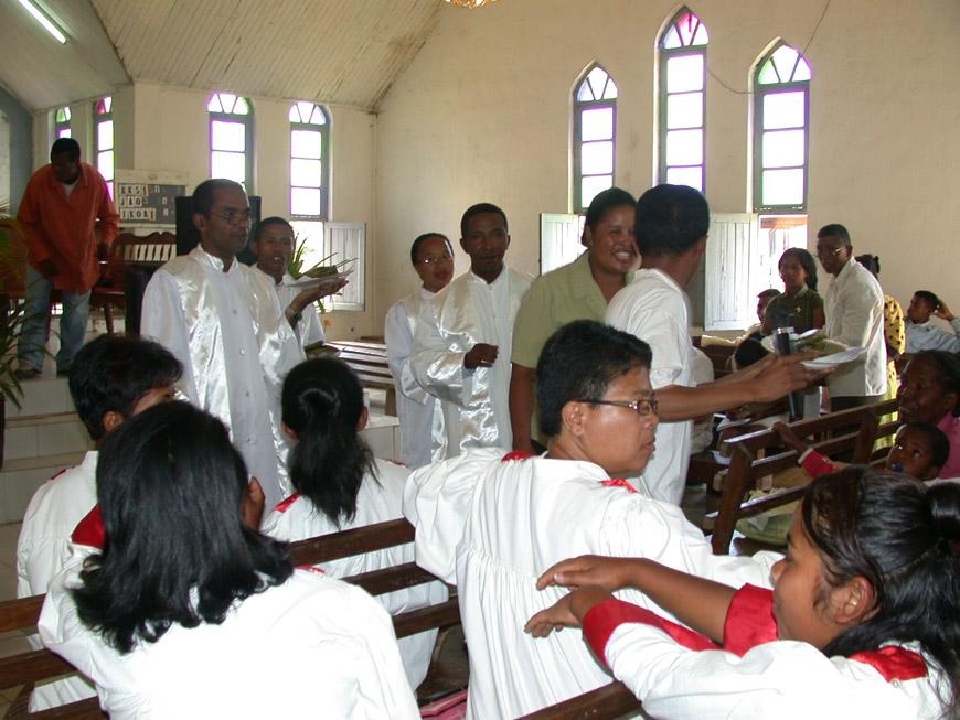 Vente aux enchères à l'église FJKM d'Andasibe