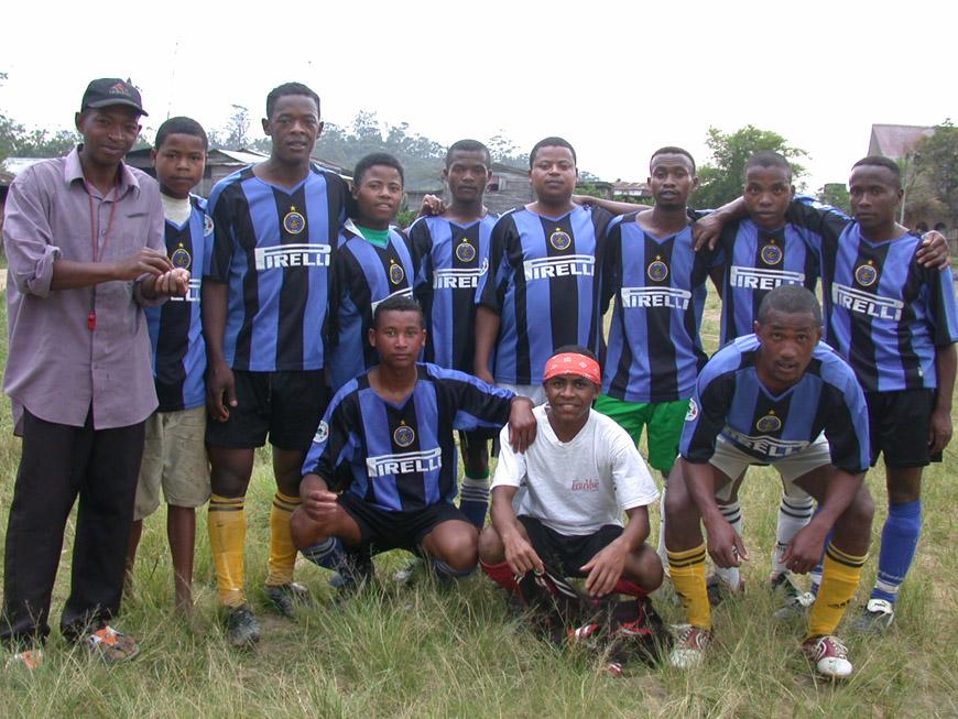 L'équipe de foot d'Andasibe