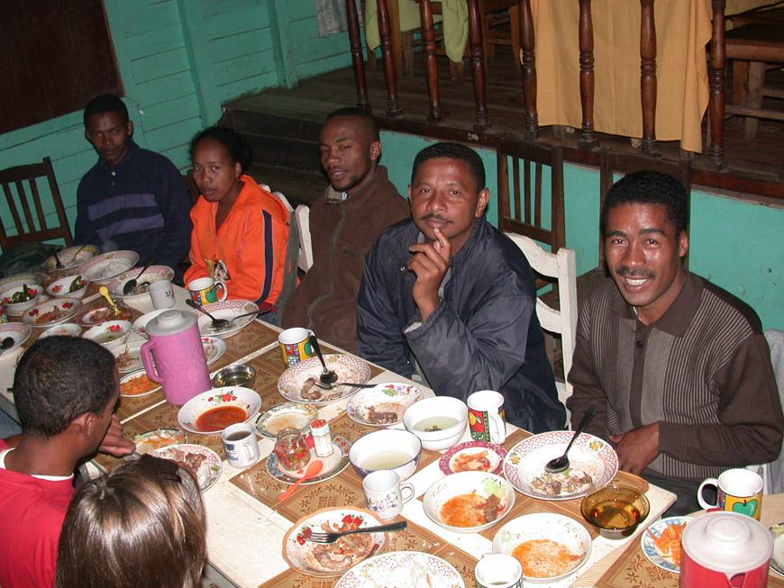 Avec les guides au resto Sitraka