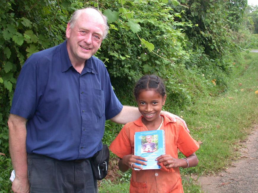 Avec Neny en 4ème de couverture de Olatra