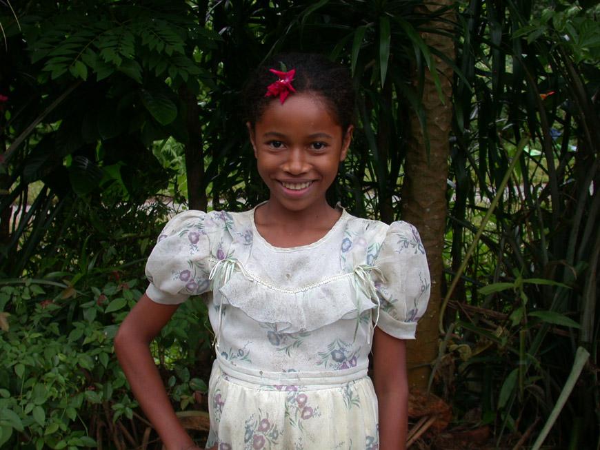 Neny fière de sa belle robe