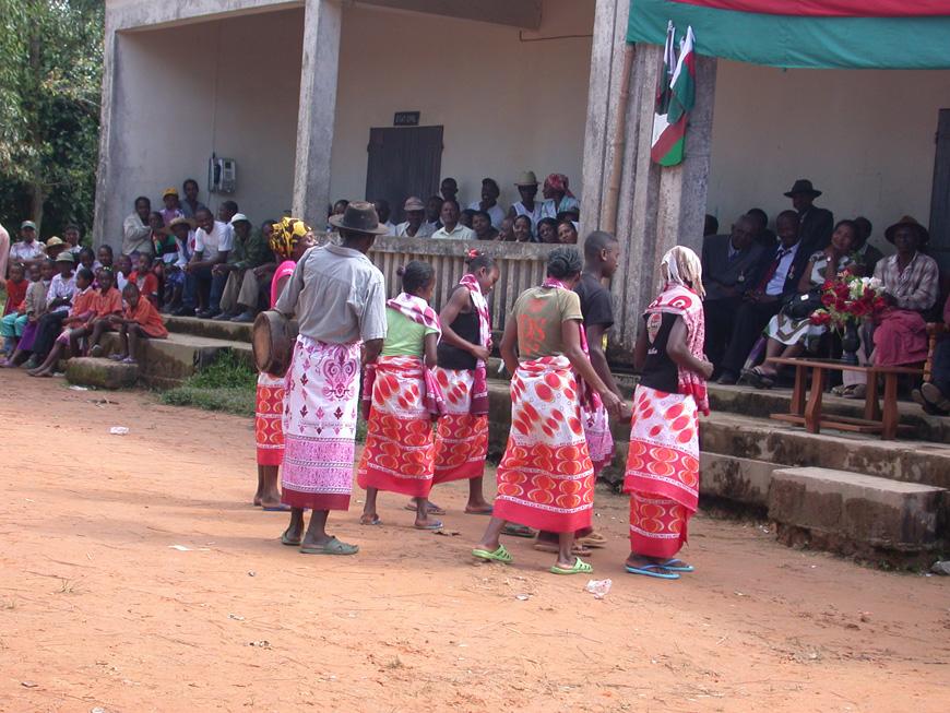 Groupe dansant pour la fête nationale