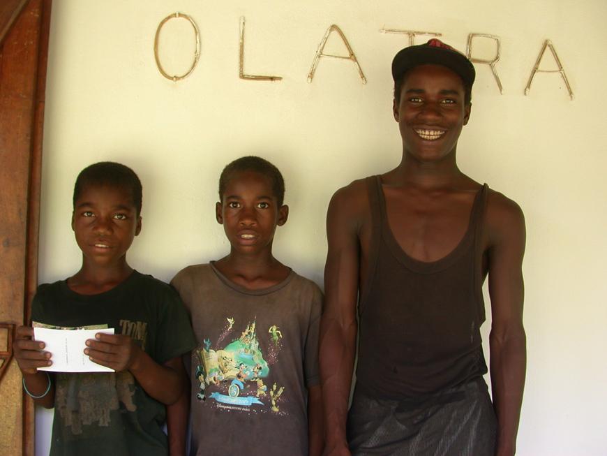 Le gardien Paul avec Evariste et Kamisy