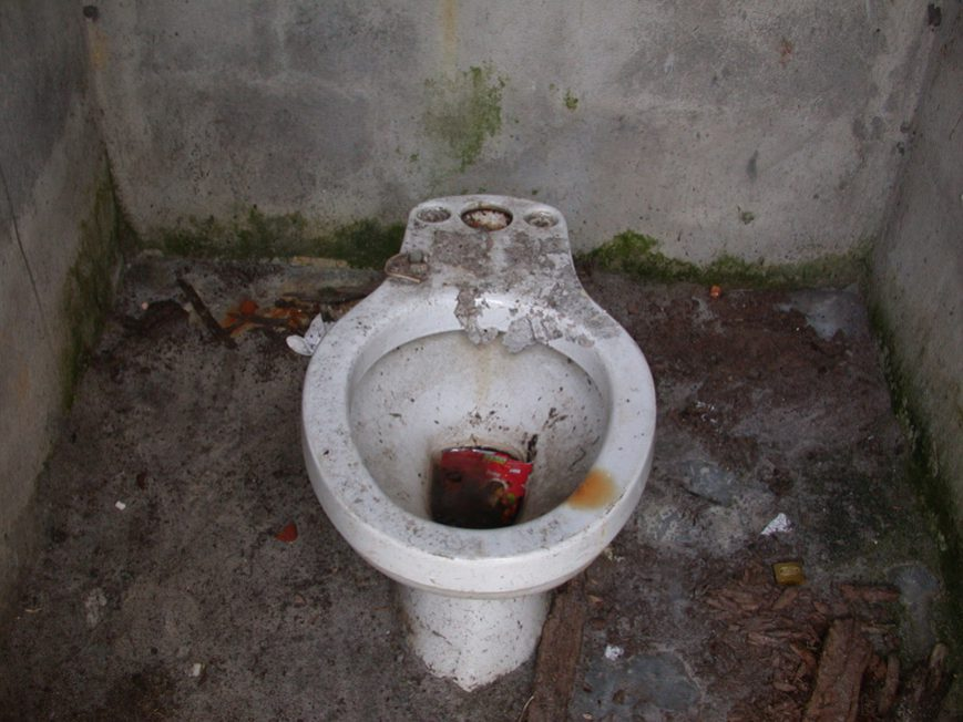 WC au collège privé