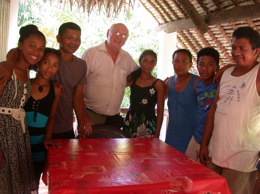 Avec la famille de Sahamalany