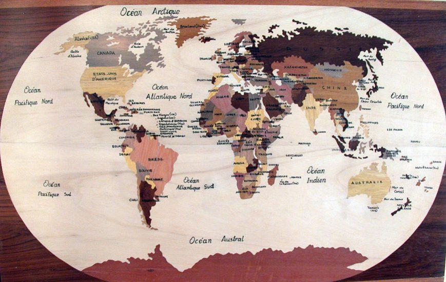 Planisphère en marqueterie